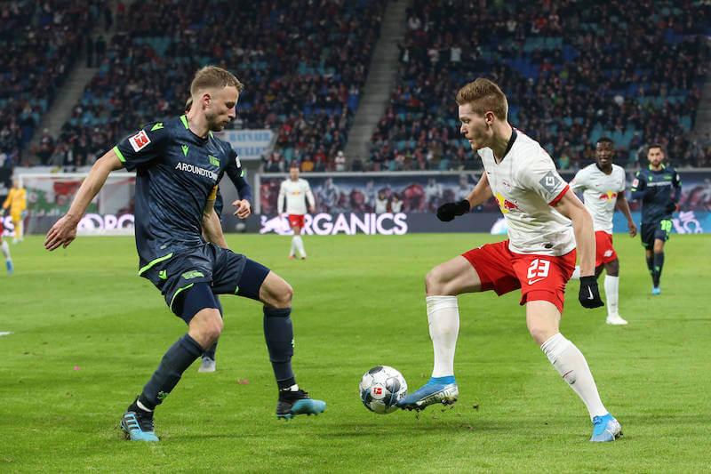 RB Leipzig gegen Union Berlin - Halstenberg im Duell mit Friedrich