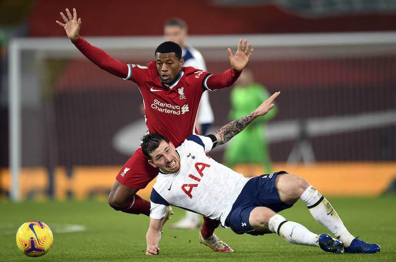 Wijnaldum im Zweikampf mit Hojberg bei Tottenham gegen Liverpool