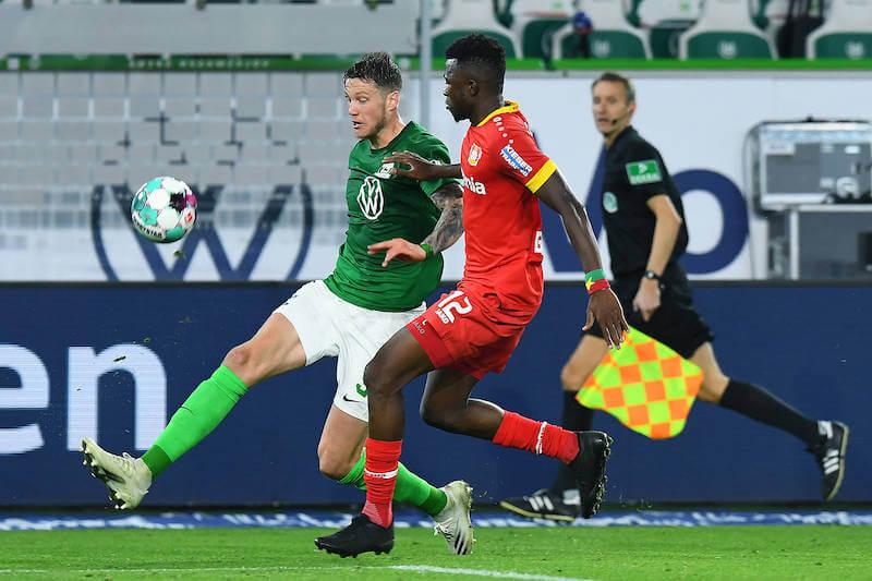Tabsoba im Duell mit Weghorst bei Leverkusen vs Wolfsburg