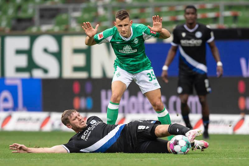 Fabian Klos mit vollem Einsatz bei Bielefeld gegen Bremen und Eggestein