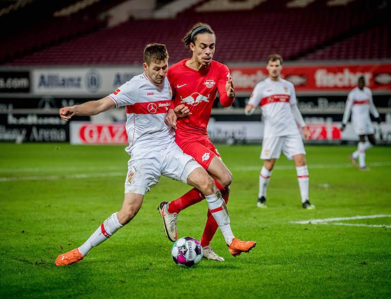Waldemar Anton spielt mit Stuttgart auswärts gegen RB Leipzig mit Poulsen