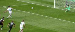 Per Elfmeter besorgt Schick gegen Kroatien das 1:0